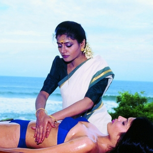 Ayurveda-Massage. Quelle: Kerala Tourism, via Wikimedia-Commons