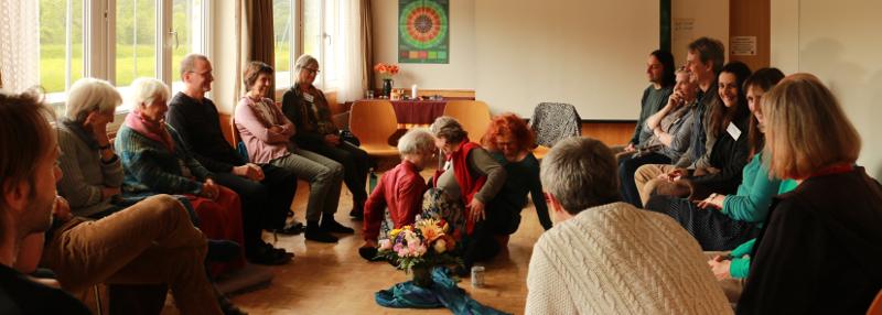 Austauschrunde und kleine Demo aus dem Erfahrungskreis (Foto von Seraina Dähler)